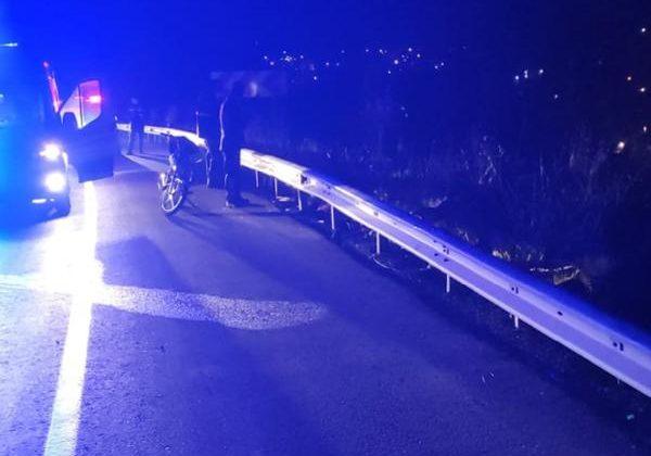 Motosiklet bariyere çarptı: 1 ölü, 1 yaralı