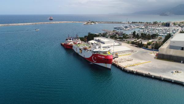 'Oruç Reis', ikmal ve bakım için Antalya Limanı'nda
