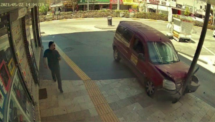 (ÖZEL) Elektrik direğine çarpıp hurdaya dönen araç sürücünün soğukkanlılığı pes dedirtti