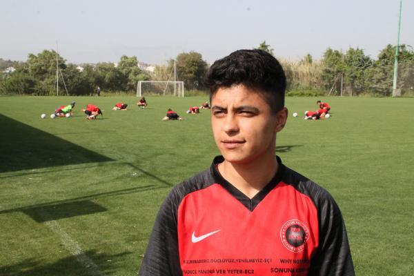 (ÖZEL) Gol kraliçesi Zelal Baturay: Bütün gollerim babam için