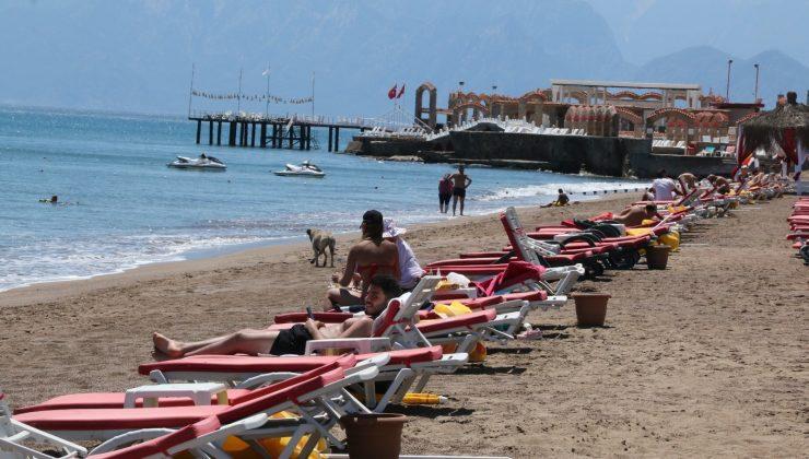 (Özel) Hava sıcaklığının 35 dereceye kadar çıkmasını fırsat bilen vatandaşlar denize koştu