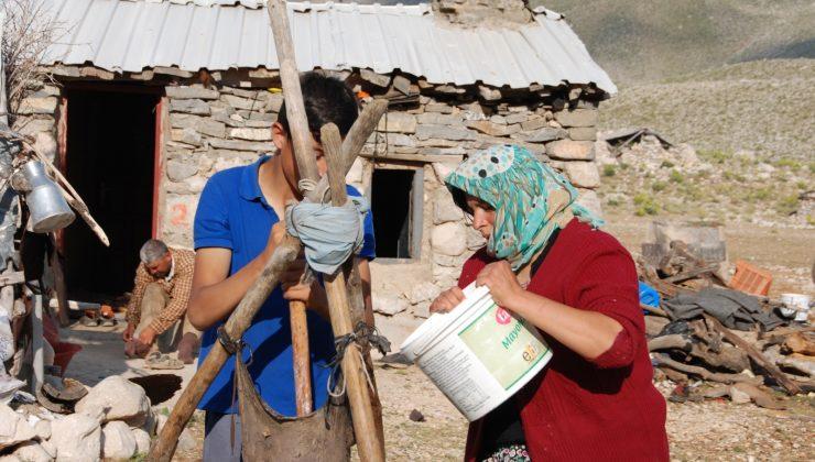 (ÖZEL) Keçi derisinden yapılan tulukta saatlerce dövülen yoğurttan ayırıp kilosunu 80 liradan satıyorlar