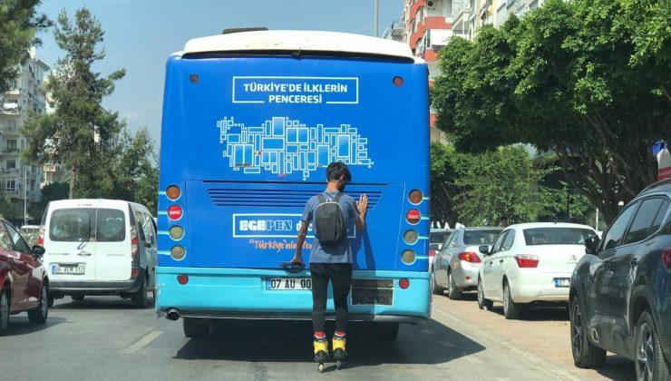 (Özel) Patenli genç, tutunduğu otobüsü durakta dahi bırakmadı