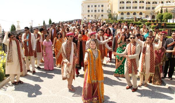 Pandemi, milyon dolar bütçeli Hint düğünlerini bitirdi