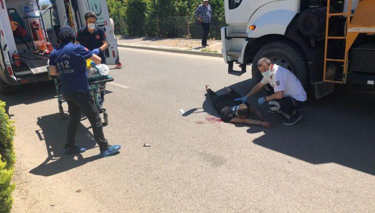 Park halindeki kamyona otomobiliyle arkadan çarptı: 1 yaralı