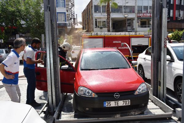 Park halindeki otomobilde çıkan yangın büyümeden söndürüldü