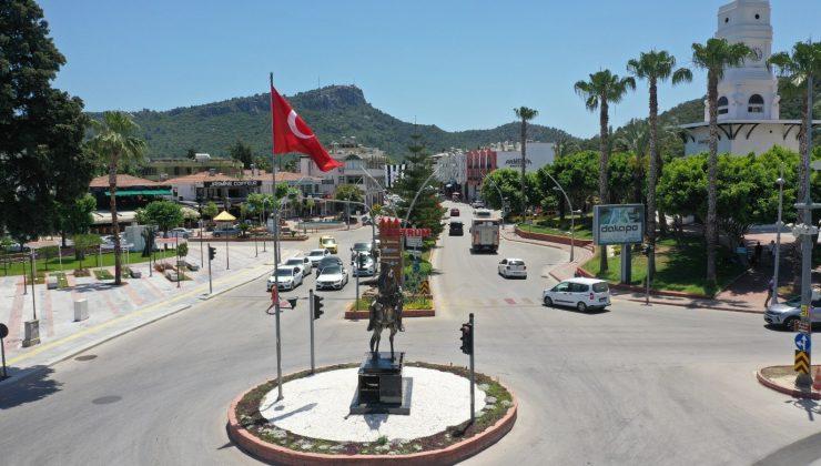 Pegasus heykeli yerine Atatürk heykeli