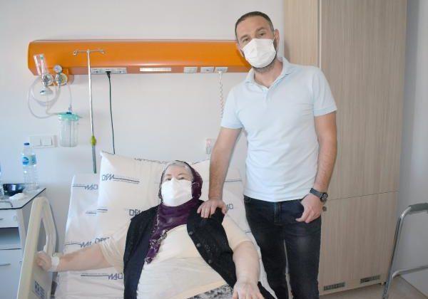 Robotik protez cerrahisi ile diz ağrılarından kurtuldu