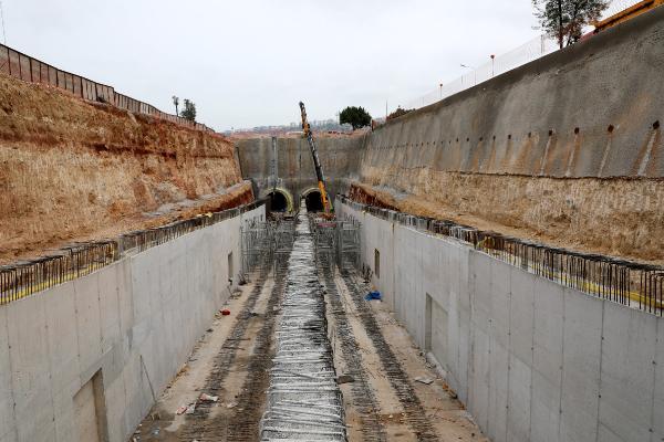Tünel geçişi ile Batı Gar'da çalışmalar sürüyor