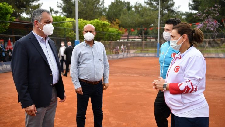 Türkiye İşitme Engelliler Tenis Milli Takımı HayatPark kortlarında