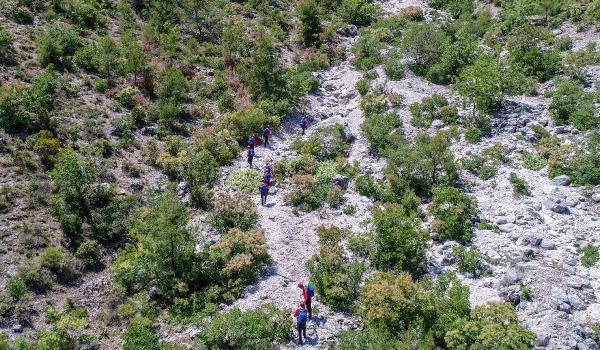 Ukraynalı Yana'yı arayan ekip, dağın her metrekaresini tarıyor