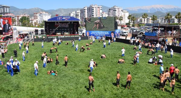 Yağlı güreş sezonu Kumluca'da seyircisiz başladı