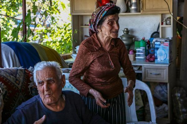 Yaşlı çiftin yanan evinin tadilatı için kampanya