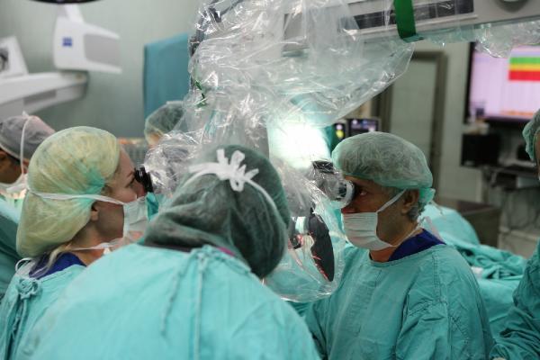 5'inci çift kol naklini yapan Prof. Dr. Özkan: Zorlu fakat başarılı geçti/ Ek fotoğraflar