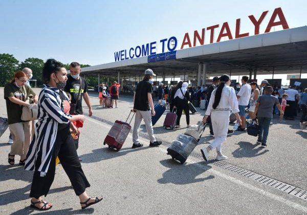 8 günde 120 bin Rus turistin geldiği Antalya, Akdeniz'de ilk sırada