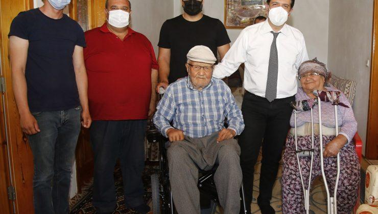 90 yaşında hayalindeki akülü arabaya kavuştu