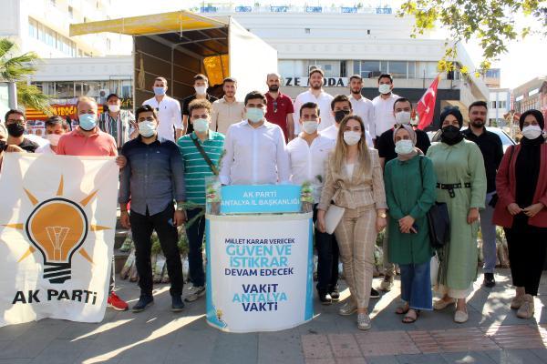 AK Parti'li gençler Dünya Çevre Günü'nde fidan dağıttı
