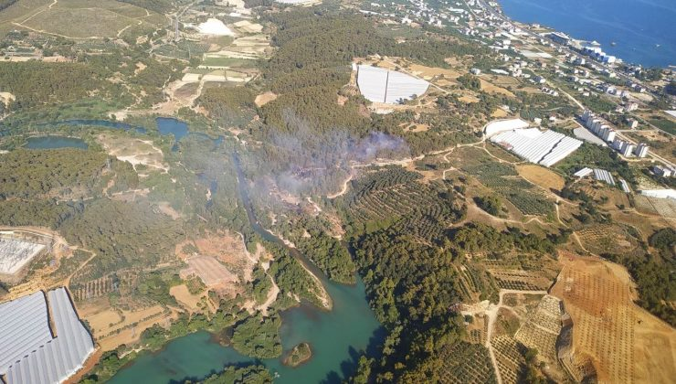 Alanya'da çıkan yangında 1 hektarlık orman arazisi yandı