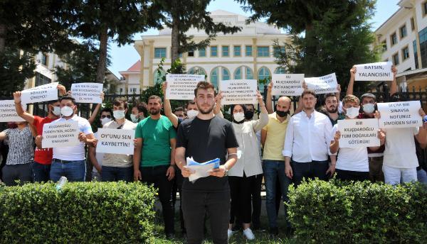 Antalya'da gençlerden Kılıçdaroğlu'na 1 TL'lik tazminat davası