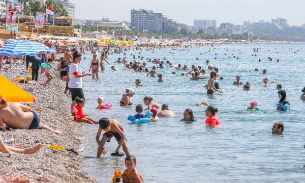Antalya'da hava sıcaklığı 41 dereceyi gördü