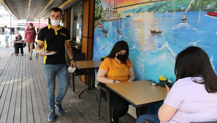 Antalya'da kafe ve restoranlarda günler sonra masaya hizmet