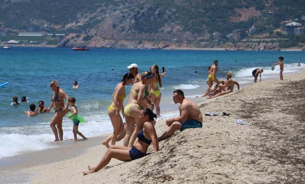 Antalya'da mesire alanları ve sahillerde yoğunluk (2)