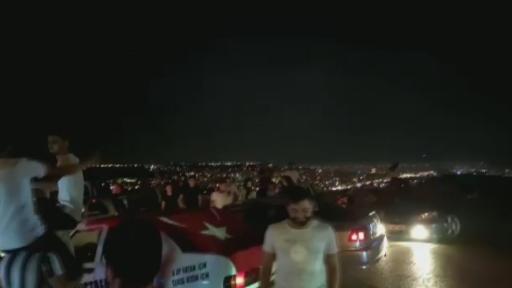 Antalya'da sosyal mesafesiz, maskesiz asker eğlencesi kamerada