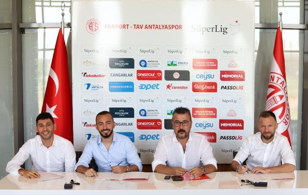 Antalyaspor, 3 futbolcusuyla sözleşme yeniledi