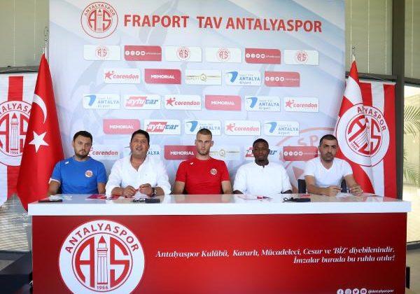 Antalyaspor'da iki imza