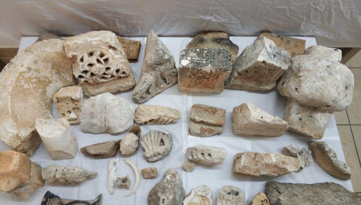 Antik kentler ve piyasadan topladıkları 274 parça tarihi eseri yurt dışına çıkaramadan yakalandılar