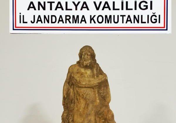 Antik Yunan dönemi heykeli satmaya çalışırken yakalandı