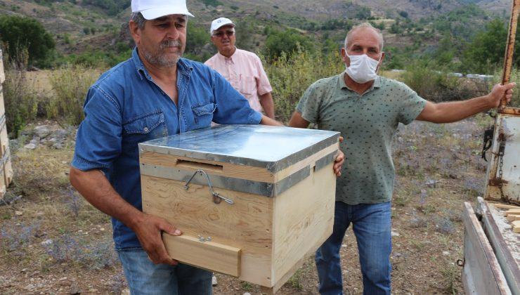 Arıcılara kovan hibesi yapıldı , çiftçilere sertifikaları verildi