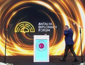 Bakan Çavuşoğlu, Antalya Diplomasi Forumu sonrası basın bilgilendirme toplantısında konuştu