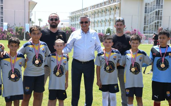 Başkan Topaloğlu, futbol turnuvası ödül törenine katıldı