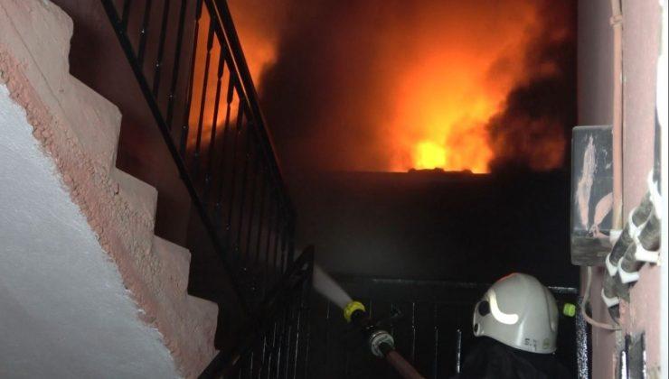 Cam fabrikası alev alev yandı, mahalleli itfaiye ekiplerine yardıma koştu