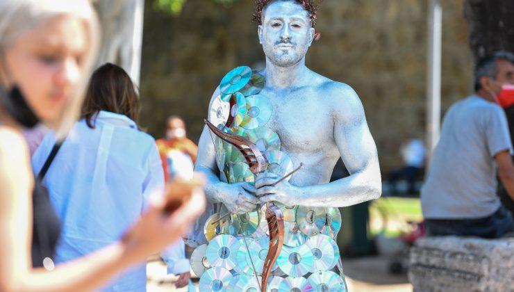 Canlı heykellerle çevreye duyarlılık çağrısı