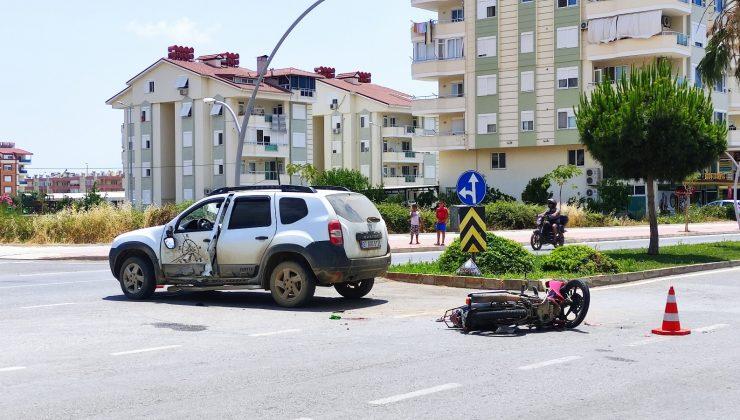 Ciple çarpışan motosikletin sürücüsü genç kız ağır yaralandı