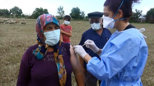 Çoban çifte sürünün başında aşı yapıldı