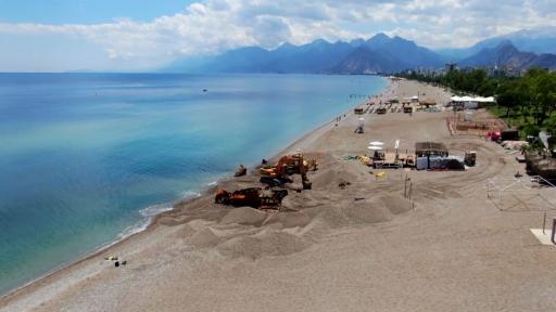 Dünyaca ünlü plajdaki 83 yıllık batık gemi karaya çıkarıldı