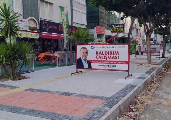 Gazi Mustafa Kemal Bulvarı'na estetik kaldırım