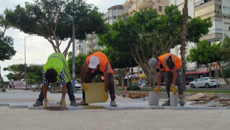 Gazi Mustafa Kemal Bulvarı'na kaldırımları yenileniyor