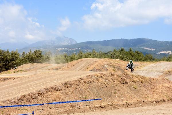 Geleceğin motokros şampiyon adayları Kumluca'da yetiştiriliyor