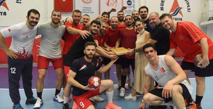İşitme Engelliler Hentbol Milli takımı Muratpaşa'da kamp yapıyor