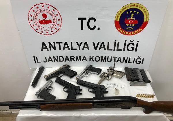 Jandarmadan 'silah ticareti' yapanlara operasyon