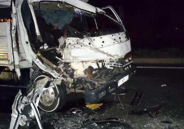 Kamyonet TIR'a çarptı: 2 yaralı