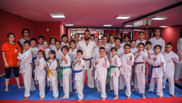 Karateciler kuşak sınavını başarıyla tamamladı