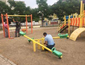 Kemer'de park ve bahçelere bakım çalışması