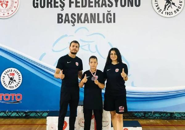 Kepez Belediyespor güreşçisi Türkiye 2'ncisi