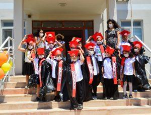 Manavgat'ta 324 öğrenci ilk karnelerini almanın mutluluğunu yaşadı