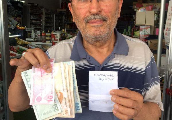 Marketten 8 yıl önce aldıkları için zarfla 500 lira bırakıp, helallik istedi